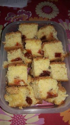 Torta de aceite con membrillo Receta de Kate Pansa - Cookpad Tostadas, Baked Goods, Tiramisu, Brownies, French Toast, Cheesecake, Food And Drink, Banana, Cookies