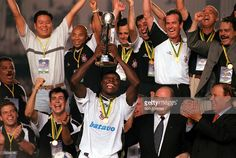 Sport, Football, FIFA Club World Championships Final, Rio De Janeiro, Brazil, 14th January, 2000, Corinthians 0 v Vasco Da Gama 0, (Corinthians win on penalties), Corinthians' captain Freddy Rincon proudly holds aloft the trophy after the match