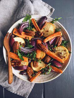 Roasted veggie salad(serves 1) Roasted veggies: –1 small red onion –2 goldenturnips –2 small carrots – 1 tspolive oil –1 tbsp thyme – salt & pepper …