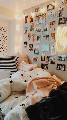 Vsco Decor Ideas - Must Have Decor for a Vsco Room VSCO Decor Ideas: the best decor ideas to create a fun & cute Vsco room. Transfor your room into a Vsco room with photo collage, posters and lights! - Vsco Decor Ideas – Must Have Decor for a Vsco Room Diy Room Decor For Teens, Cute Bedroom Decor, Bedroom Decor For Teen Girls, Cute Bedroom Ideas, Room Ideas Bedroom, Teen Wall Decor, Bedroom Designs, Girl Bedrooms, Decor Room
