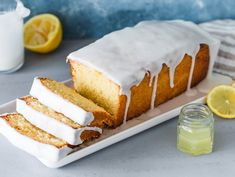 Saftiger Zitronenkuchen Discover your new favorite recipe for the perfect lemon cake. Our insider tip makes it really nice juicy. Lemon Desserts, No Bake Desserts, Dessert Recipes, Easter Recipes, Cupcake Recipes, Chocolate Chip Recipes, Chocolate Chip Cookies, Banana Bread Recipes, Easy Cookie Recipes