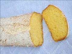 Plum cake soffice senza glutine - INGREDIENTI: 110 g di zucchero  1 cucchiaino di zucchero a velo 150 g di burro a temperatura ambiente  1 pizzico di sale  6 g di lievito per dolci 3 uova grandi  scorza grattugiata di un limone  180 g di mix per dolci Nutrifree 20 g di yogurt bianco 15 g di latte intero  zucchero a velo per decorare