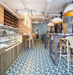 Au centre ville, un nouveau café restaurant italien a vu le jour en décembre 2015 : le Fiorellino. Pour ce projet, le propriétaire a fait appel à Jean-Guy Chabauty, fondateur d'Atelier Moderno avec qui il a auparavant collaboré.