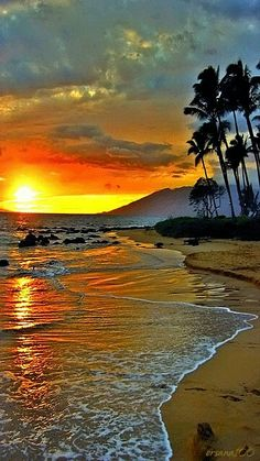 When the Sun goes Down at My Beautiful Hawaii,….slowly,…and beautifully….our hearts are together in all it's magnificence…of Love….