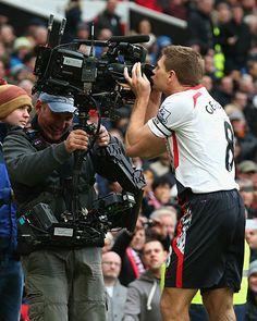 Steven Gerrard Photos - Manchester United v Liverpool - Premier League - Zimbio Liverpool Captain, Gerrard Liverpool, Liverpool Home, Liverpool Football Club, Manchester United, Ynwa Liverpool, Stevie G, Best Football Team, Sports