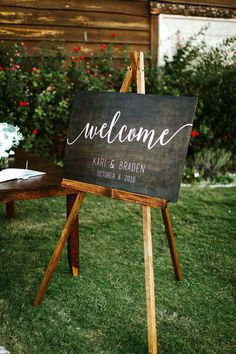 "<strong class='info-row'>BENJAMIN DiCAPRIO Wedding Photography</strong> <div class='info-row description'><html>  <head></head>  <body>    A wooden welcome sign featuring modern calligraphy was used to greet guests as they entered the reception.   Venue:    <a href=""https://www.weddingwire.com/reviews/lone-oak-barn-round-rock/02dae14e7197b18e.html"" target=""_blank"">Lone Oak Barn </a>  Event Coordinator:    <a href=""https://www.weddingwire.com/biz/a-night-to-remember-lubbock..."