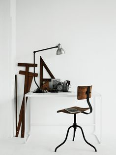 raw and modern work space -★-barefootstyling.com