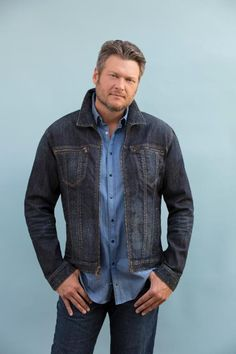 Blake Shelton Discusses Tracks From Texoma Shore Album — The Country Source Blake Shelton Gwen Stefani, Blake Shelton And Gwen, Gwen Stefani And Blake, Miranda Blake, Gwen And Blake, Country Musicians, Country Music Singers, Country Artists, Luke Bryan Funny