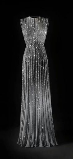 If I was a start I would wear this to an awards show. So pretty.