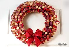 This wreath made out of wine corks is definitely a project for next Christmas!