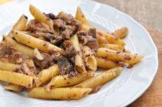 Penne con melanzane e tonno, patè di olive, ricetta facile e veloce, primo piatto cena, pranzo, da preparare in pochi minuti, pasta veloce, in 30 minuti