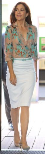 Crown Princess Mary I Absolutely Adore this outfit!