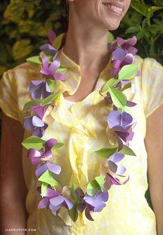 Make a Tropical Paper Flower Lei / collier de fleurs en papier