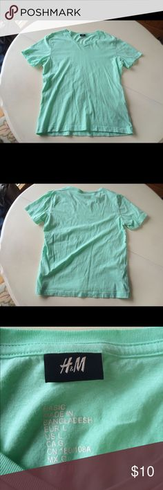 "H&M v neck t shirt short sleeves green L cotton This is a sea foam green t shirt by H&M. It has a v neck and short sleeves. Never worn, only tried on. Looks like new. 100% cotton. Machine wash. Shoulder to shoulder: 17.5""-21"" Arm pit to arm pit: 21""-25"" Waist: 19""-23"" Shoulder to hem: 26"" Sleeves: 8"" H&M Shirts Tees - Short Sleeve"
