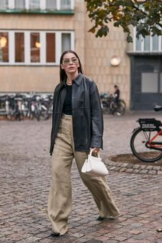 Blazers Were a Street Style Favorite at Copenhagen Fashion Week – Daily Fashion Fashion Week Paris, Tokyo Street Fashion, Spring Fashion, Autumn Fashion, Japan Fashion, Best Street Style, Looks Street Style, Spring Street Style, Danish Street Style