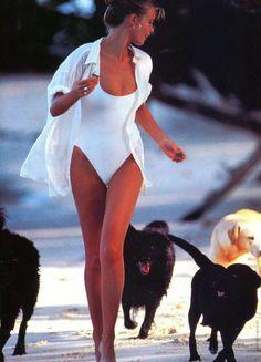 "bezh on Twitter: ""… "" Claudia Schiffer, Halter Bikini, Push Up Bikini, Hot Bikini, Estilo Ivy, Foto Fashion, 70s Fashion, Winter Fashion, Beauty And Fashion"