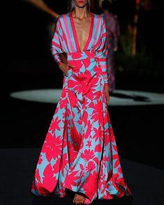 Kaftan maxi dress Maxikleid mit V-Ausschnitt und Panel-Print Tips for Planning Your Prom: Prom Dress Elegant Maxi Dress, Elegant Dresses For Women, Beautiful Dresses, Casual Maxi Dresses, Teen Dresses, Midi Dresses, Club Dresses, Colorblock Dress, Striped Dress