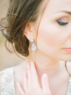 Drop earrings: http://www.stylemepretty.com/destination-weddings/2015/05/22/love-story-inspiration-shoot/ | Photography: Rodion Shapor - http://www.shapor.ru/