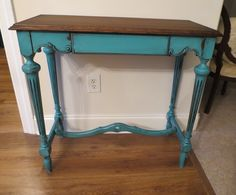 Chrissie's Collections: Turquoise Table with Benjamin Moore Bahaman Sea Blue paint and Minwax Dark Walnut stain and gel Distressed Turquoise Furniture, Distressed Furniture Painting, Shabby Chic Furniture, Home Furniture, Restoring Furniture, Paint Furniture, Furniture Projects, Diy Projects, Turquoise Table