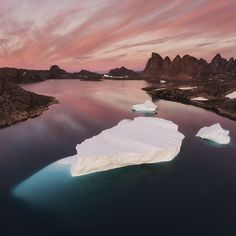 Arching mountains of ice and stone, and floating formations of serene icebergs. These sights, combined with the mystical light of the midnight sun, will ensure that we have a memorable day of photography aboard our ship.