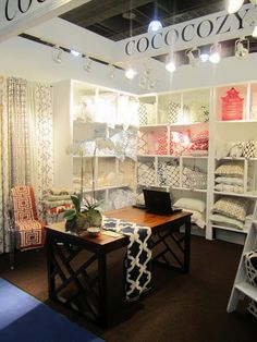 Comfy and Inviting trade show booth. Craft Fair Displays, Store Displays, Display Ideas, Craft Booths, Booth Displays, Jewelry Displays, Trade Show Design, Store Design, Vendor Booth