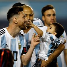 Lional Messi, Messi Fans, Messi Life, Lionel Messi Family, Football Players Images, Cr7 Junior, Antonella Roccuzzo, Messi Argentina, Sports Predictions