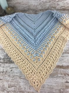 Crochet Shawls And Wraps, Knitted Shawls, Prayer Shawl, Knitting Videos, Crochet Clothes, Lana, Scarves, Crochet Patterns, Beanie
