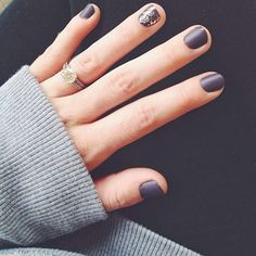 Cute nails. Matte grey w/ gunmetal glitter accent