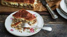 Pellille tehty jauhelihapiirakka on oiva herkku vaikkapa illanistujaisiin.
