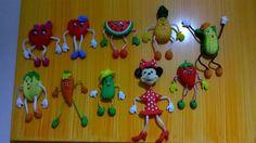 imã de geladeira em biscuit,articulado,personagens de frutas e vegetais.  as dimensões do produto são aproximadas,podendo sofrer variações.