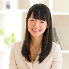 """Marie Kondo, autora do livro """"A Mágica da Arrumação: A arte japonesa de colocar ordem na sua casa e na sua vida""""."""