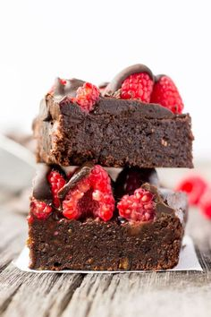 These Raspberry & Dark Chocolate Protein Brownies are deliciously moist and gooey, super fudgy and extra rich. Healthy to boot and protein-packed, this melt in your mouth tasty snack is the perfect post-workout treat. Made with dates and almond flour, this guilt-free, decadent dessert is also paleo, vegan, gluten-free, dairy-free, grain-free, egg-free and flourless. These decadent chocolate protein brownies...