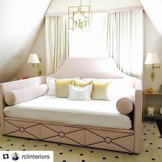 I love everything about this little niche by - the cozy blush daybed (with upholstered drawers!), the soft and airy draperies… Teen Bedroom, Dream Bedroom, Bedrooms, Guest Room Decor, Bedroom Decor, Bedroom Ideas, Ikea Hemnes Bed, Daybed Room, Daybed With Storage