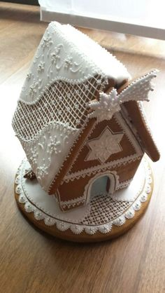 Vánoce, Gingerbread house, white on white, with star of Bethlehem.