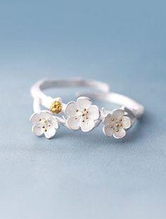 Plum Blossom Cuff Ring ==