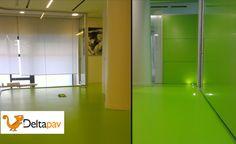 Pavimento in resina multi strato decorativa realizzata in un prestigioso ufficio al centro di Milano - dettagli