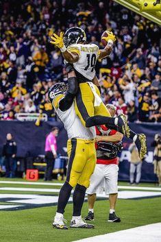 I love Juju! Pittsburgh Steelers Wallpaper, Pittsburgh Steelers Players, Best Football Team, Nfl Football, Nfl 49ers, Funny Football, Football Wall, Pittsburgh Sports, Dallas Cowboys