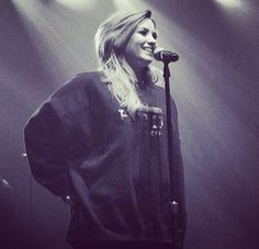 wearing a big chunky sweatshirt while performing.... and she can still rock it