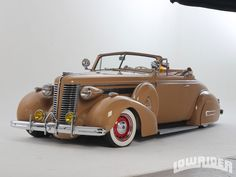 Check out Old Memories Tucson member Albert Grijalva's Bomb, a fully restored 1938 Buick Convertible with its original straight 8 engine, Buick NOS skirts, chrome by Royal Plating, and more! Vintage Cars, Antique Cars, Pin Up Car, Buick Cars, Rockabilly Cars, Car Girls, Hot Cars, Custom Cars, Cars And Motorcycles