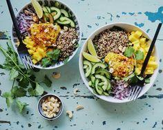 Mango-karry hummus & spinatsalat med quinoa, mango og cashewnødder | Vanlose Blues | curry quinoasallad
