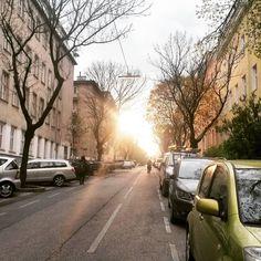 ...auf dem nachhauseweg 💖 #nachhauseweg #sonnenstrahlen #ruhevordemsturm #willrainsoon #onmywayhome #vienna #wien #igersvienna #loveit #döbling #almostathome #homesweethome Country Roads, Sun Rays, City