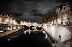 Evening on the banks of the Seine in Paris. photo by Beers & Beans >. this is so lovely!