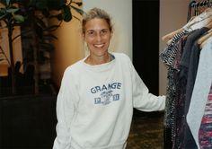Nuevo golpe de efecto de H La firma sueca acaba de anunciar su próxima colaboración para el próximo otoño con un nombre que nos gusta tirando a mucho en good2b: Isabel Marant.  Con su estilo relajado, sin perder la esencia chic parisina, la diseñadora combina a la perfección la actitud urbana, la elegancia bohemia y un toque rock'n'roll que da a sus prendas el punto gamberro necesario.  +INFO : http://www.good2b.es/index.php/es/fashionbeautyesp/item/4230-hm-x-isabel-marant