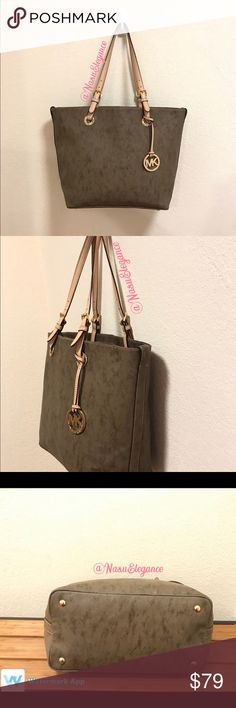 Authentic Michael Kors ✅Good Condition  ✅Smoke free home  ✅Pet free home  ✅Please check all the pictures 🚫No trades ❇️I really appreciate your visit in my closet 😉Let me know if you have any questions, I will gladly answer you ✅ Sent the day after the purchase (purchases Friday and Saturday sent Monday 📵Please do not send me a message if you are not really interested in this article, do not waste your time and do not waste my time.  Thank you 😊 🔍Small detail of stain inside you can see…