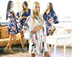 VENTE-Set de 4 robes de demoiselles d'honneur Kimono Crossover Spa Wrap parfait cadeau de demoiselles d'honneur, s'apprête robes nuptiales de douche cotillons mariage