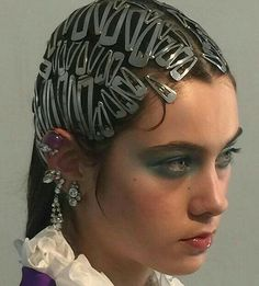 The easiest way to break out of the winter doldrums? Sport some flashy hair accessories. So we rounded up the best barrettes, hair pins and more to jazz up your locks. Hair Inspo, Hair Inspiration, Pelo Editorial, Twist Headband, Grunge Hair, Grunge Boy, Hair Accessories For Women, Fashion Accessories, Hair Art