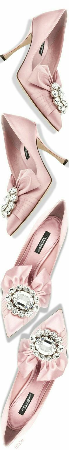 Shop designer clothes, shoes, bags & accessories for Men & Women from all over the world. Pink Fashion, Fashion Shoes, Women's Fashion, Light Pink Rose, Fashion Lighting, Pretty In Pink, Perfect Pink, Pumps, Heels