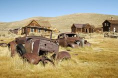 10 awesome photographs of abandoned automobiles | Techi.com (the town that time forgot - jmh)