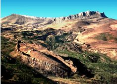 Mountains of Ararat - Noah's ark is real, the bible is the truth. Read the true story of finding Noah's Ark and the artifacts found there. It's an exciting discovery. Mary Elizabeth, Site Archéologique, Les Religions, Bible Truth, Paranormal, Ancient Artifacts, The Covenant, Ancient History, Israel History