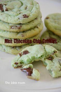 Mint Chocolate Chip Cookie Recipe via Amy Huntley (The Idea Dessert Dessert Köstliche Desserts, Delicious Desserts, Dessert Recipes, Yummy Food, Dessert Healthy, Yummy Recipes, Mint Chocolate Chip Cookies, Mint Cookies, Drop Cookies